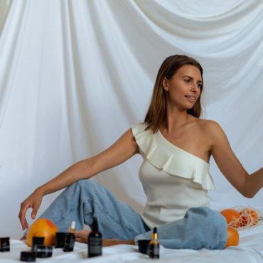 KOI Cosmetics reklama kremów itoników